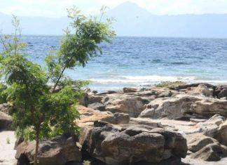 Legenda Masyarakat Warnai Pantai Batuhoda