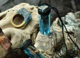 Perhiasan Cantik dari Limbah Laut